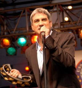 Taylor Hicks Singing In Concert